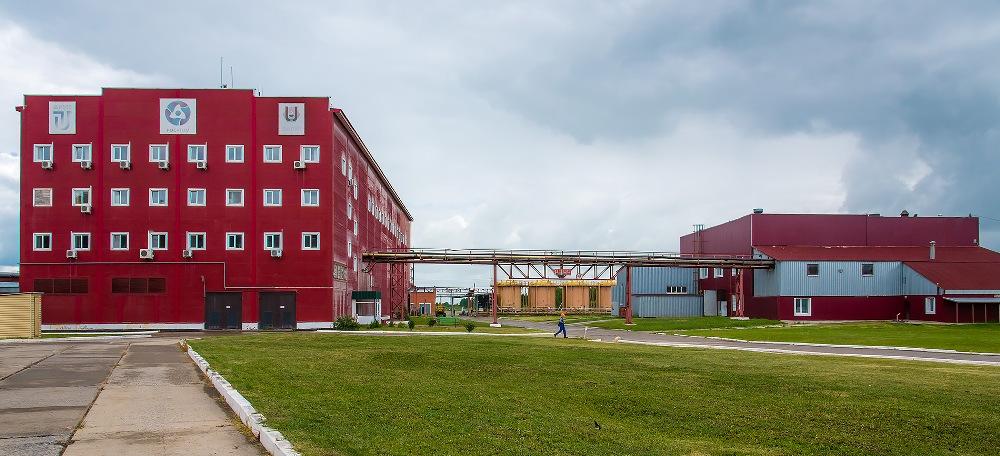 Завод расположен в Далматовском районе Курганской области, рядом с селом Уксянским.