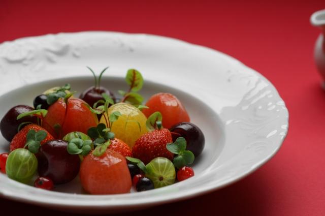 Сладкие томаты с ягодами