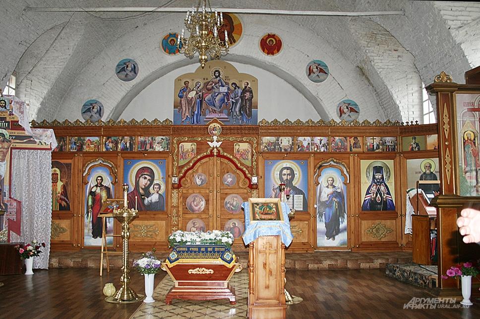 Несмотря на реконструкцию, Крестовоздвиженский храм – действующий.