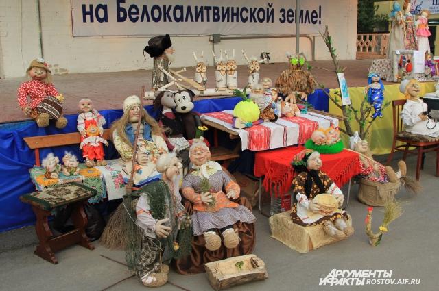 Рукодельные куклы сельских пенсионеров всегда желанные гости на донских праздниках!