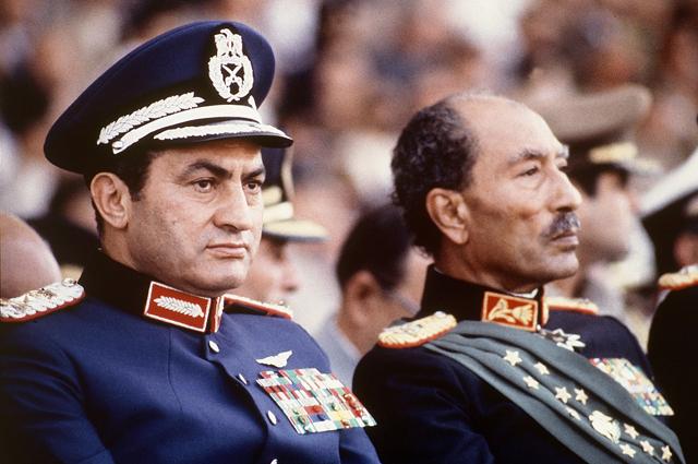 Президент Египта Анвар Садат с вице-президентом Хосни Мубараком в день убийства президента Садата. Октябрь 1981.
