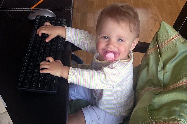 Младшая Даша тоже хочет стать писательницей, как мама.