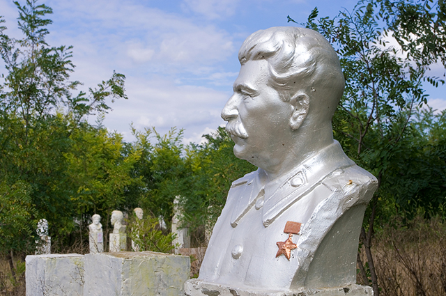 Бюст Сталина.