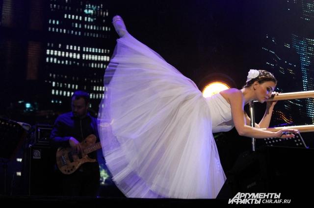 Воздушная балерина и романтика на сцене...