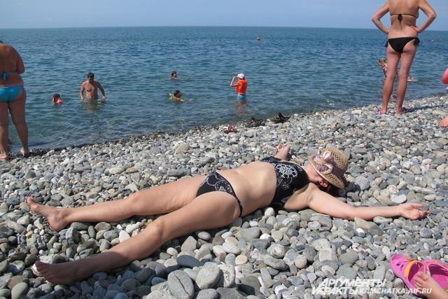 За зонтик на пляже - 150 рублей.