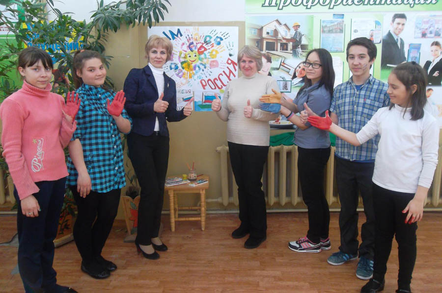 Марина Шершина (третья слева) уверена, что учителя и дети всё должны делать вместе.