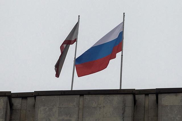 Захватившие Верховную Раду подняли над зданием российский флаг