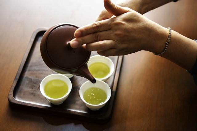 Зеленый чай имеет массу полезных свойств.