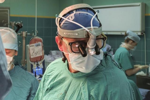 8 уникальных операций провели профессора из Италии Роберто де Кастро и зав. отделением урологии Детской клинической больницы Ильи Каганцова.