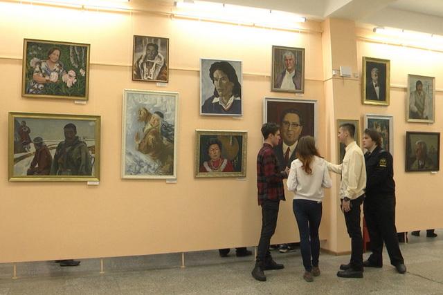 В портретной галерее сегодня 193 портрета.
