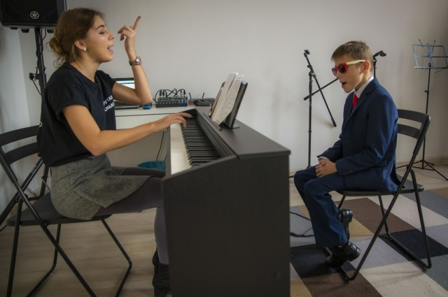 Мальчик участвует во всероссийских конкурсах.