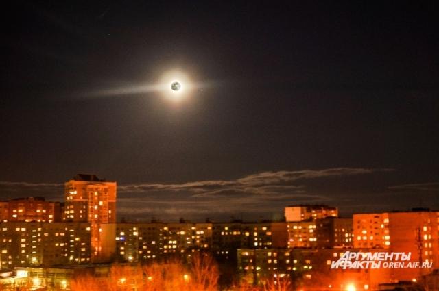 Луна испокон века вдохновляла поэтов и музыкантов.