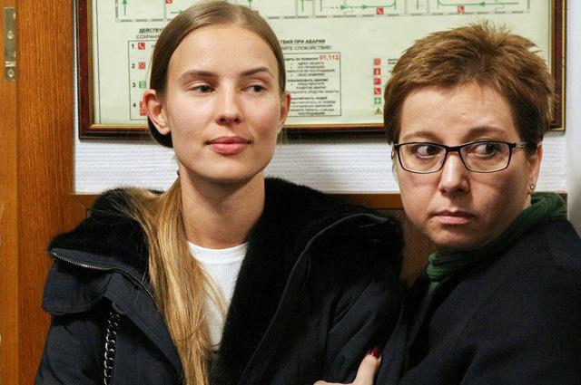 Подруга бывшего министра А.Абызова Валентина Григорьева (слева) и учредитель благотворительного фонда помощи хосписам «Вера» Анна Федермессер.
