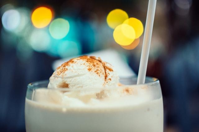Мороженое из сливок и сгущенки.