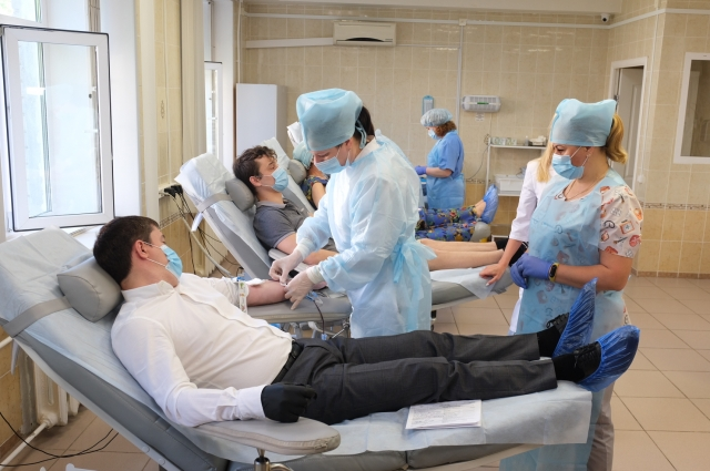 Дмитрий Махонин сдал кровь утром 10 июня.