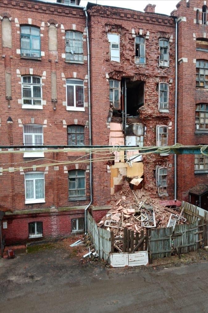 Обрушение стены во Дворе Пролетарки