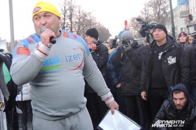 Силач сказал, что посвящает рекорд Дню Победы и родному городу