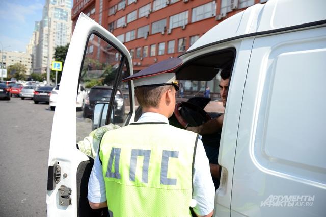 Наказывать — злостных нарушителей, а добросовестных автомобилистов — защищать.
