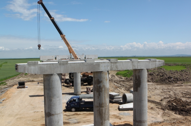 Так растут опоры нового моста.