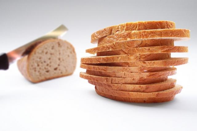 Основа вкусного десерта - обычный белый хлеб.