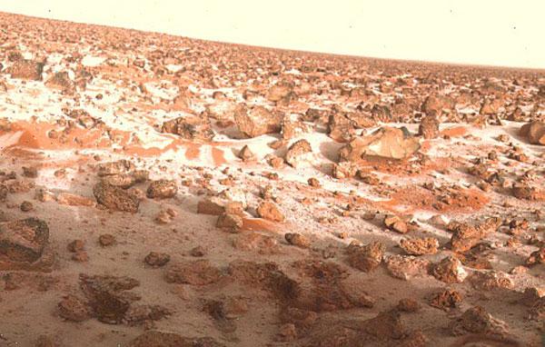 Иней на поверхности Марса (снимок марсианской станции «Викинг-2», 18 мая 1979 года)