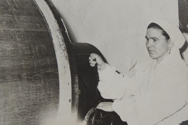 В молодости Елена Ерхова работала на молокозаводе.