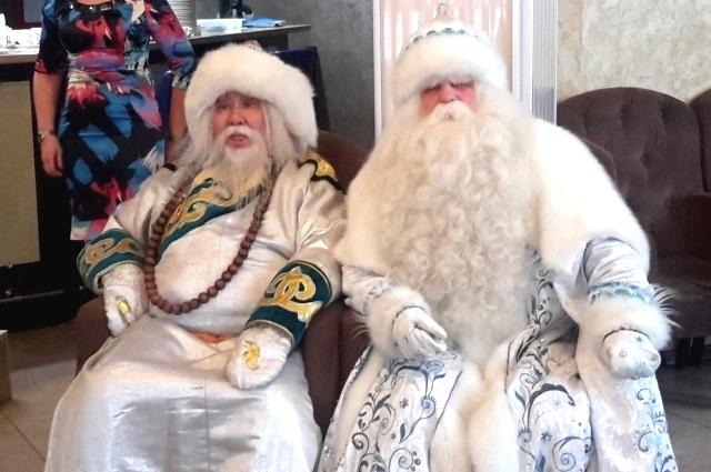 Белый  Старец Сагаан Убгэн и Байкальский Дед Мороз.