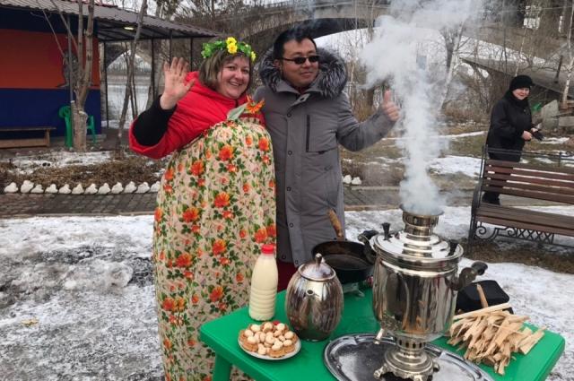 Иностранцы отметили Масленицу и День Моржа.