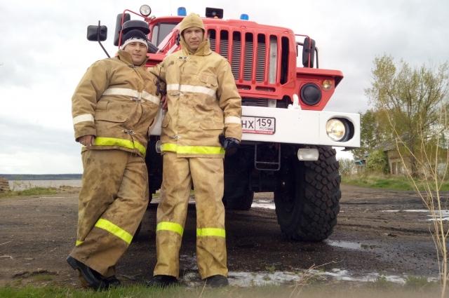 Григорий работает ещё и сельским пожарным.