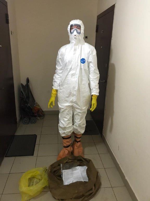 Первыми в очаг инфекции приезжают эпидемиологи и дезинфекторы.