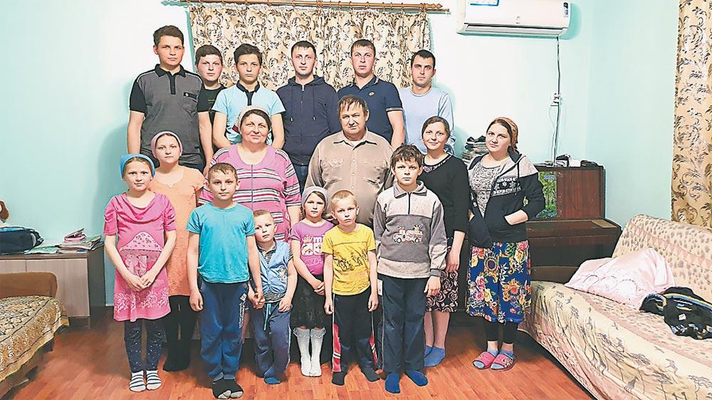 Всё большое семейство Мартыненко.