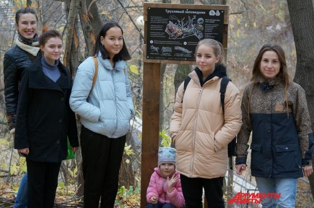 Жители заботятся в о территории микрорайона и призывают всех беречь природу.