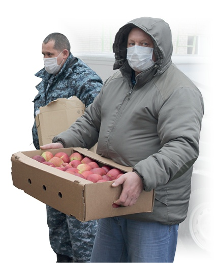 Чтобы подпитать организм зарядом витаминов, детям передали фрукты.