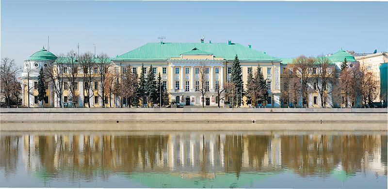 (1) Кригскомиссариат - одно из лучших произведений раннего классицизма в Москве