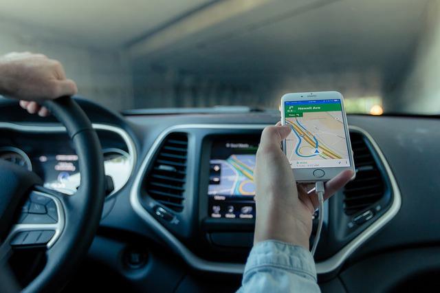 С помощью смартфона вы моеже отследить движение вашего таксиста по городу.