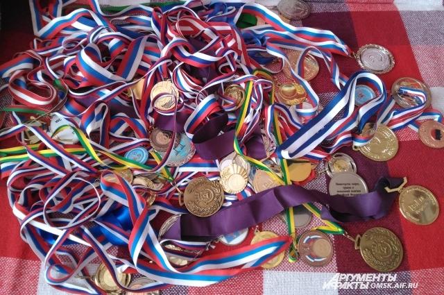У Веры Бирюковой более 50 медалей за 13 лет спортивной карьеры. Пока что они хранятся в большой картонной коробке.