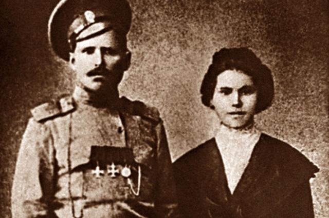 Василий Чапаев с женой. 1915 год