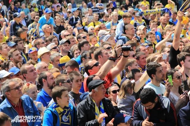 В мае 2016 года тысячи ростовчан пришли на площадь отпраздновать 2-е место команды в премьер-лиге.