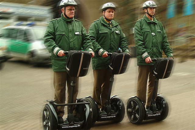 Немецкая полиция на сегвеях.