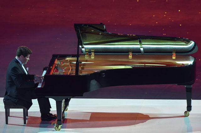 Выступление Дениса Мацуева на закрытии Олимпиады