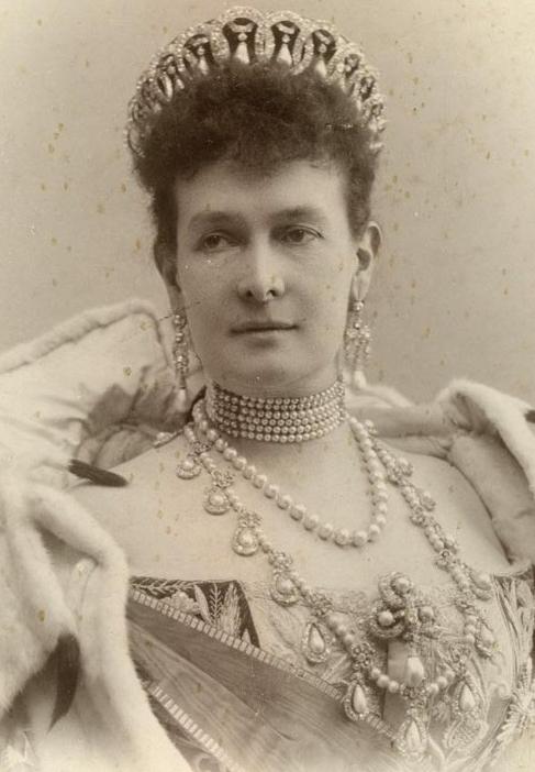 Великая княгиня Мария Павловна в тиаре.