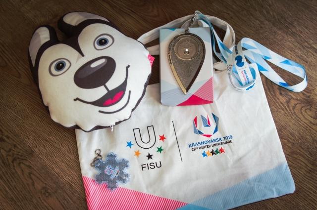 Подарки зрителям церемонии открытия Универсиады.