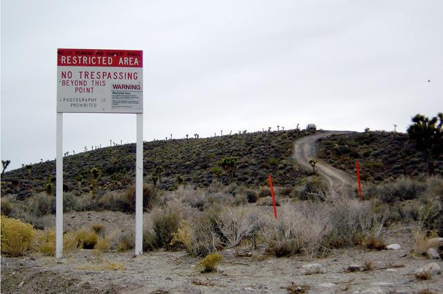 Знак на границе Зоны 51.