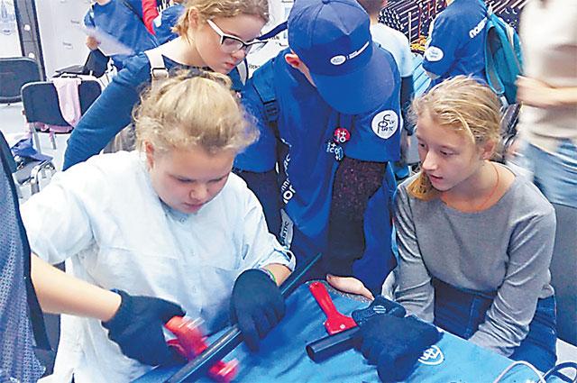 На мастер-классе ребята попробовали сварить полиэтиленовые трубы своими руками.
