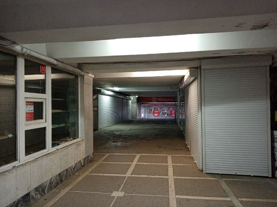 Так выглядит самый оживленный подземный переход в Челябинске - на площади Революции.