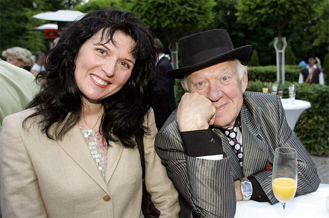 Олег Попов с женой  Габриэлой Леман.