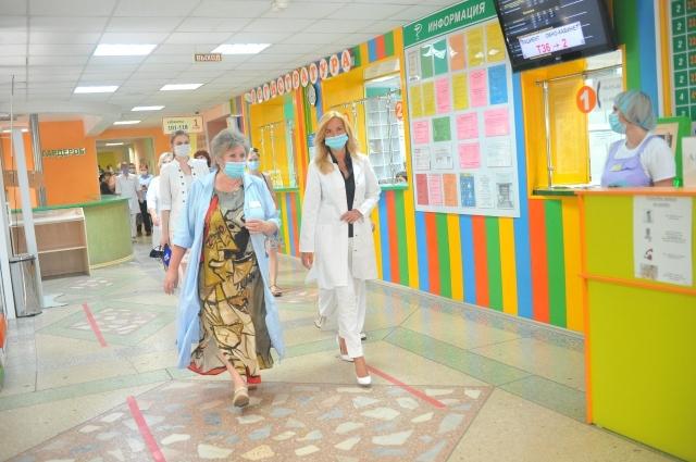 Солдатова действительно лично помогала омичам решать проблемы с госпитализацией.