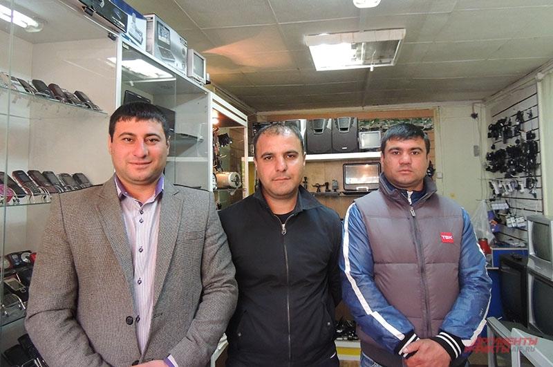 Турал Рагимов, Хаям Ширинов, Сабухи Рагимов на работе (слева направо)