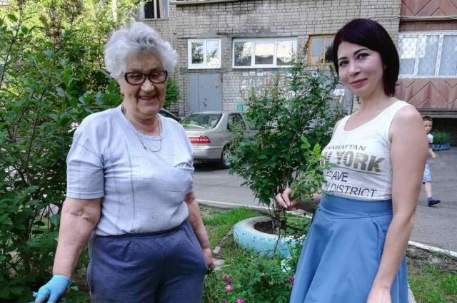 Татьяна Лоншакова справа.