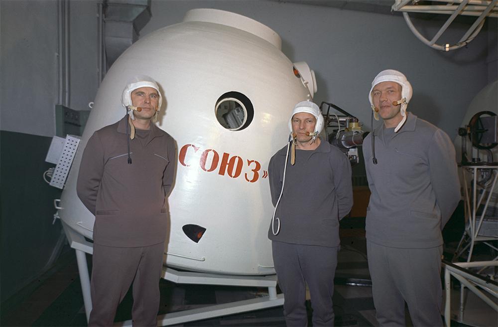 Члены экипажа космического корабля